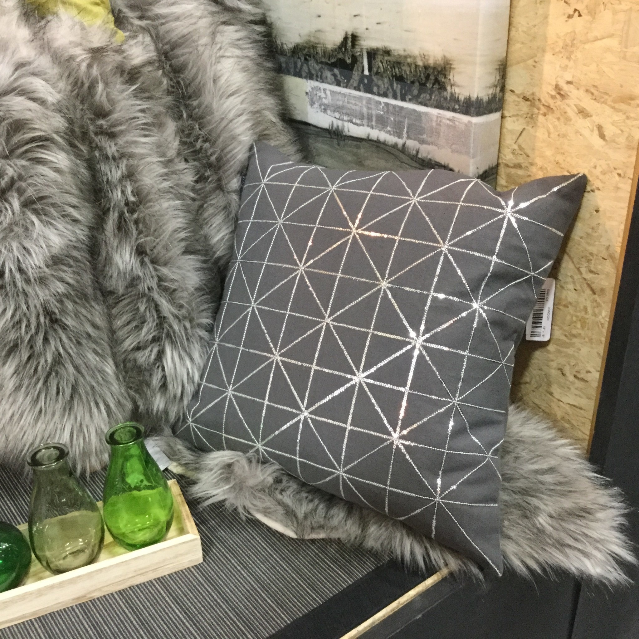 LONDON CUSHION