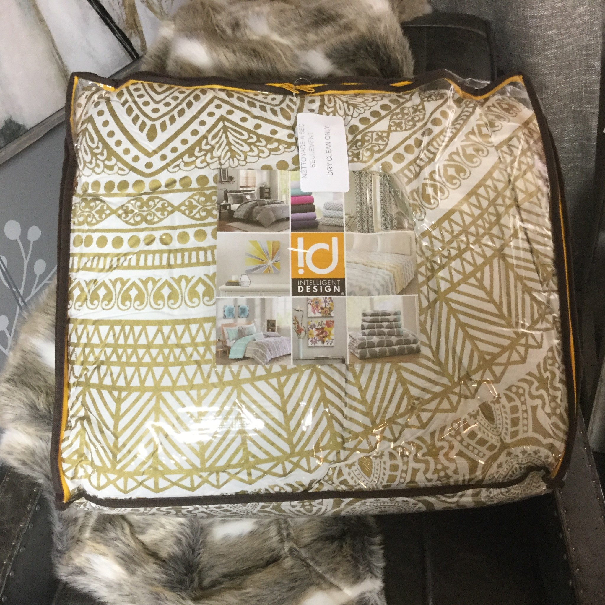 WHITE AND GOLD NOMAD BEDDING