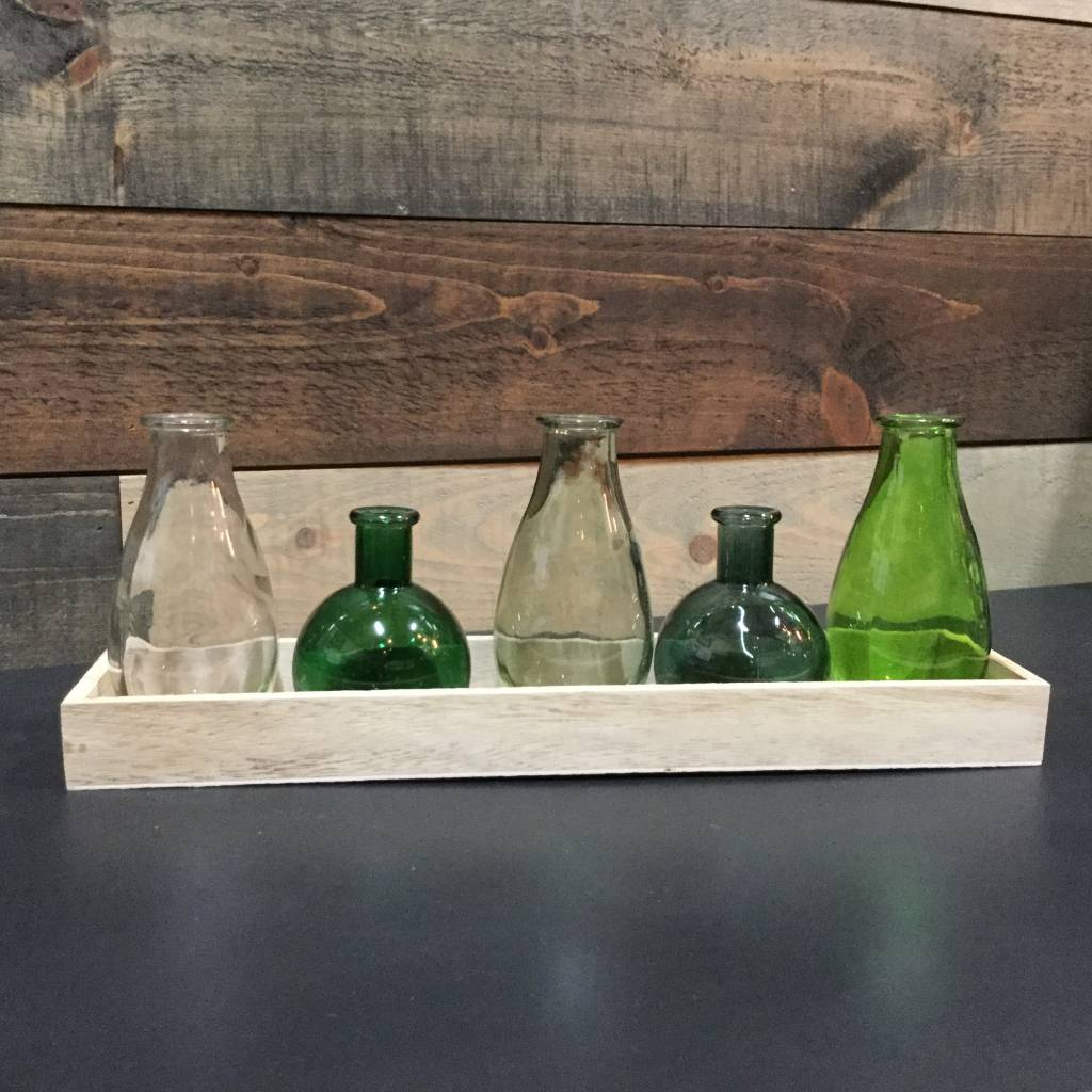 ASSORTED VASES TRAY