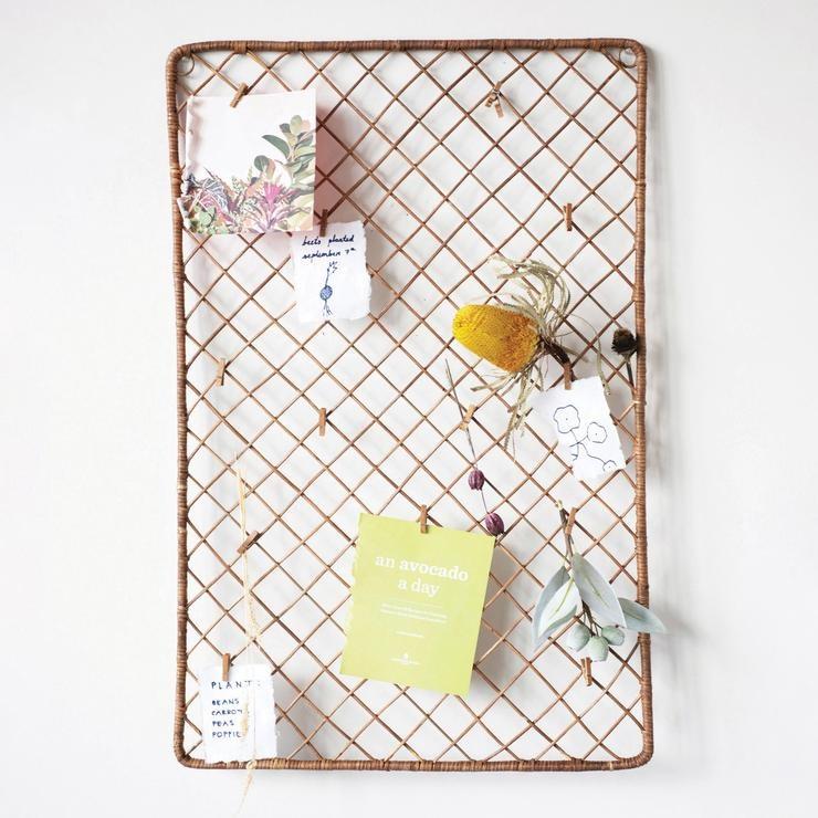 Creative Co-op Wicker Weave Photo / Card Holder w/ 15 Wood Clips