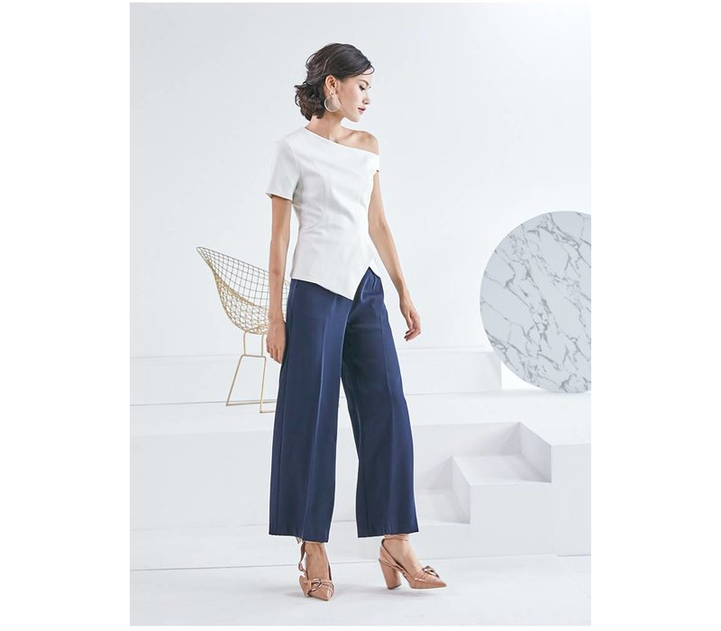 WOODEN ARROW WHITE TOP WHIT SLOPING SHOULDER