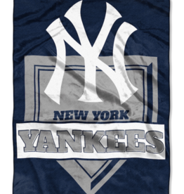 NORTHWEST New York Yankees 60in x 80in Silk Touch Throw Wrap
