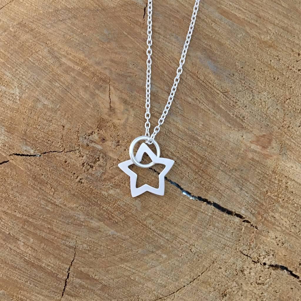 """Valerie Davidson Sterling Star pendant on 18"""" chain"""