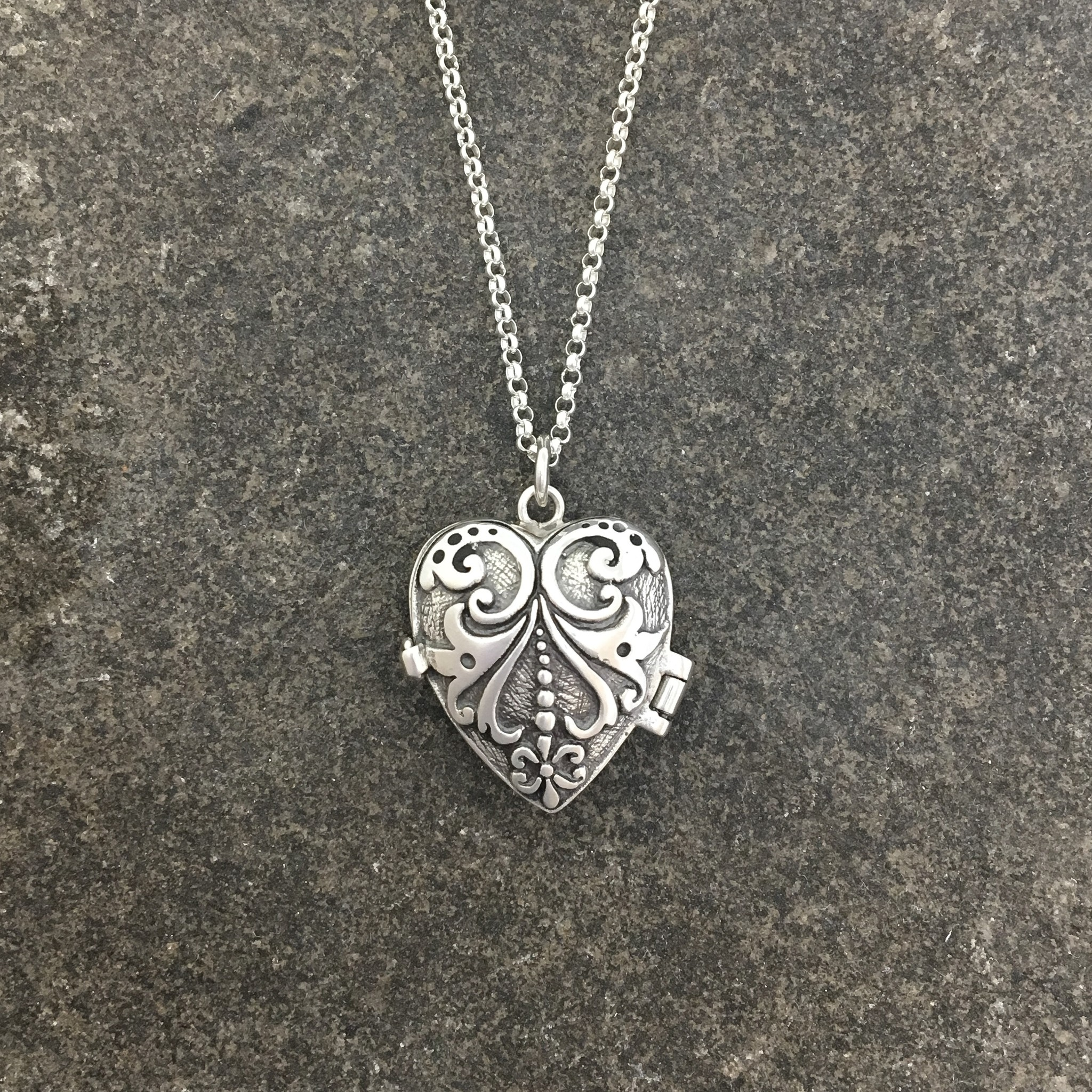 """mimi + marge Carved Heart Locket 20"""""""