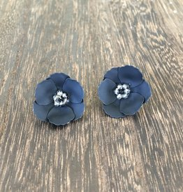 Biwa Black Flower Studs