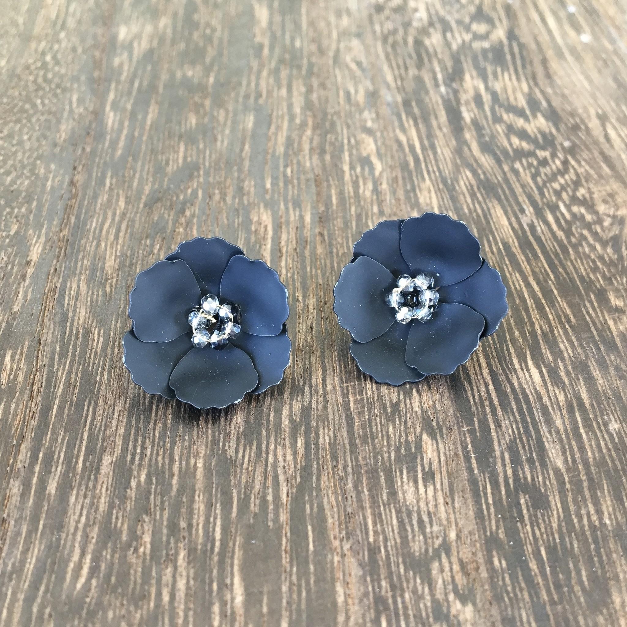 Biwa Black Flower Studs