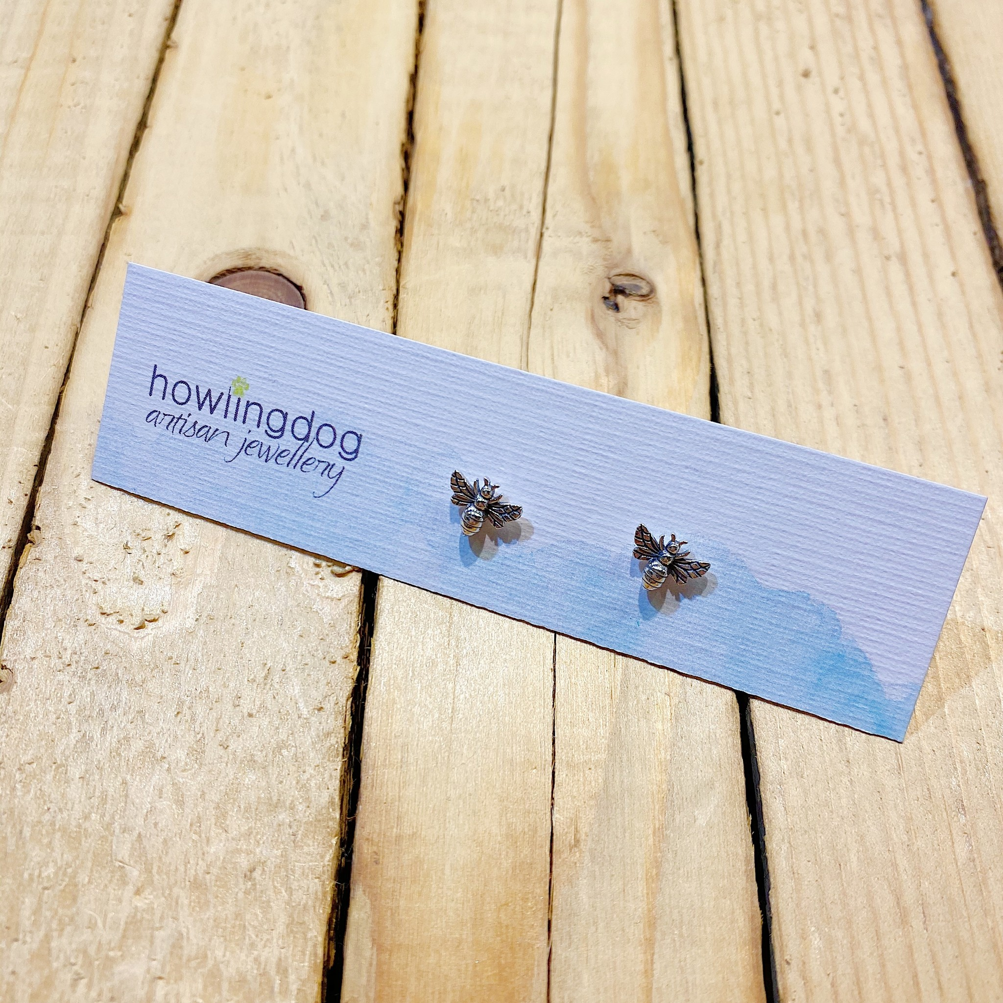 Howling Dog Silver Bee Stud