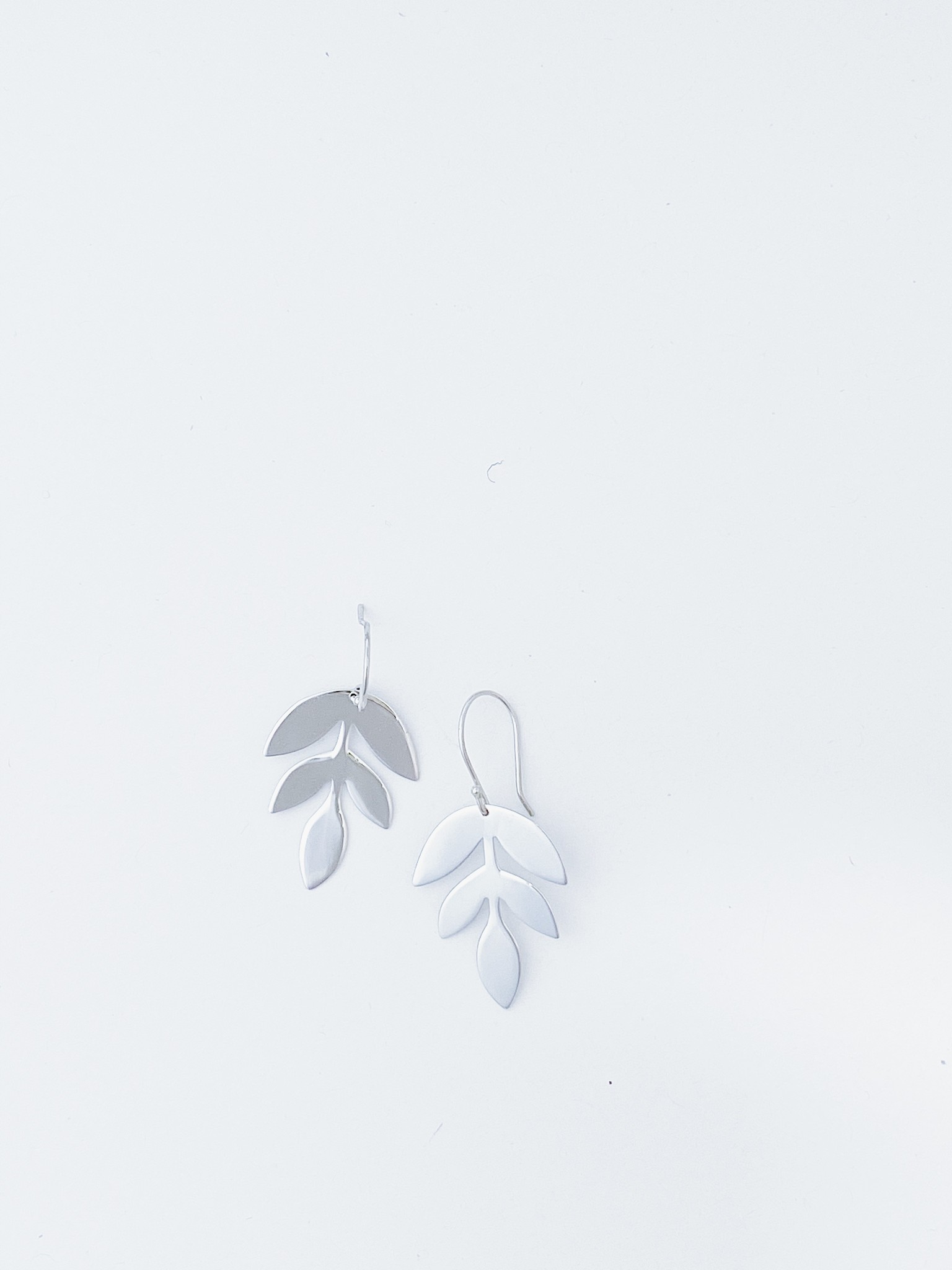 Bamiyan Shiny Leaf Earring