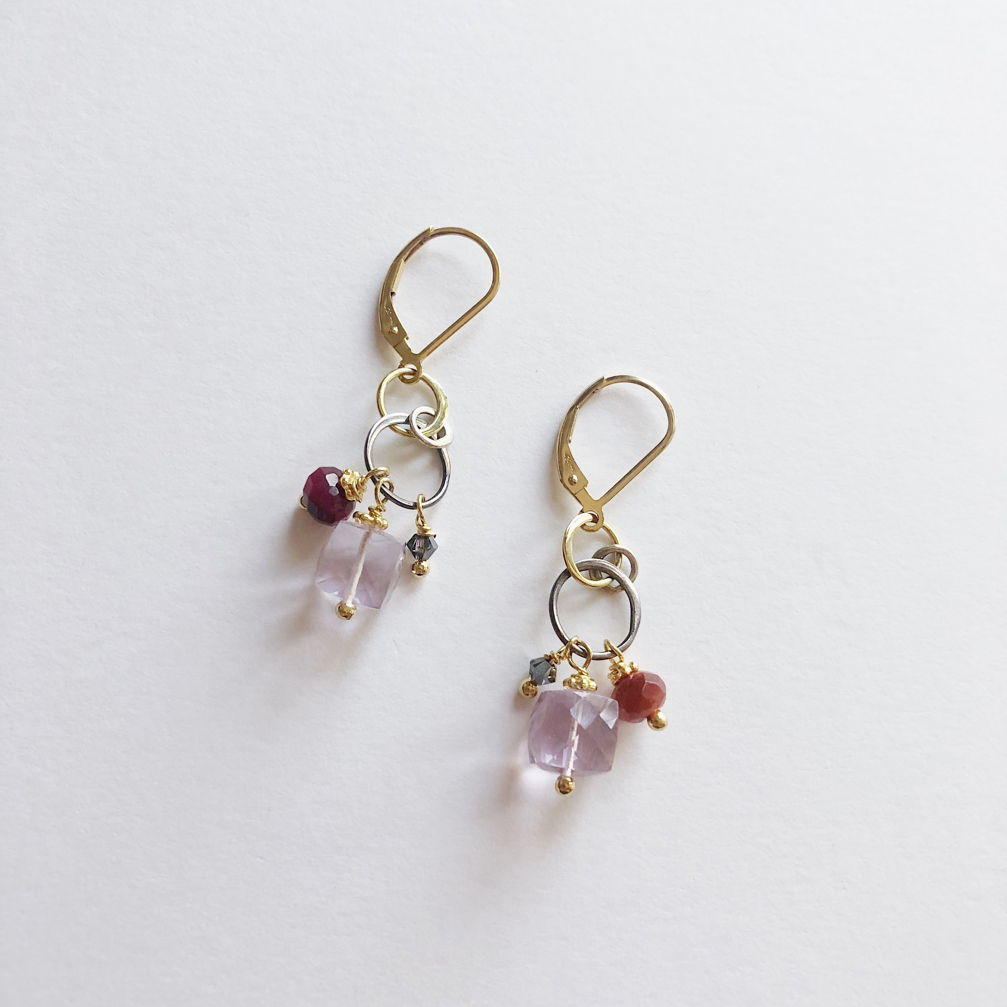 Howling Dog Stacey Earring- Pink