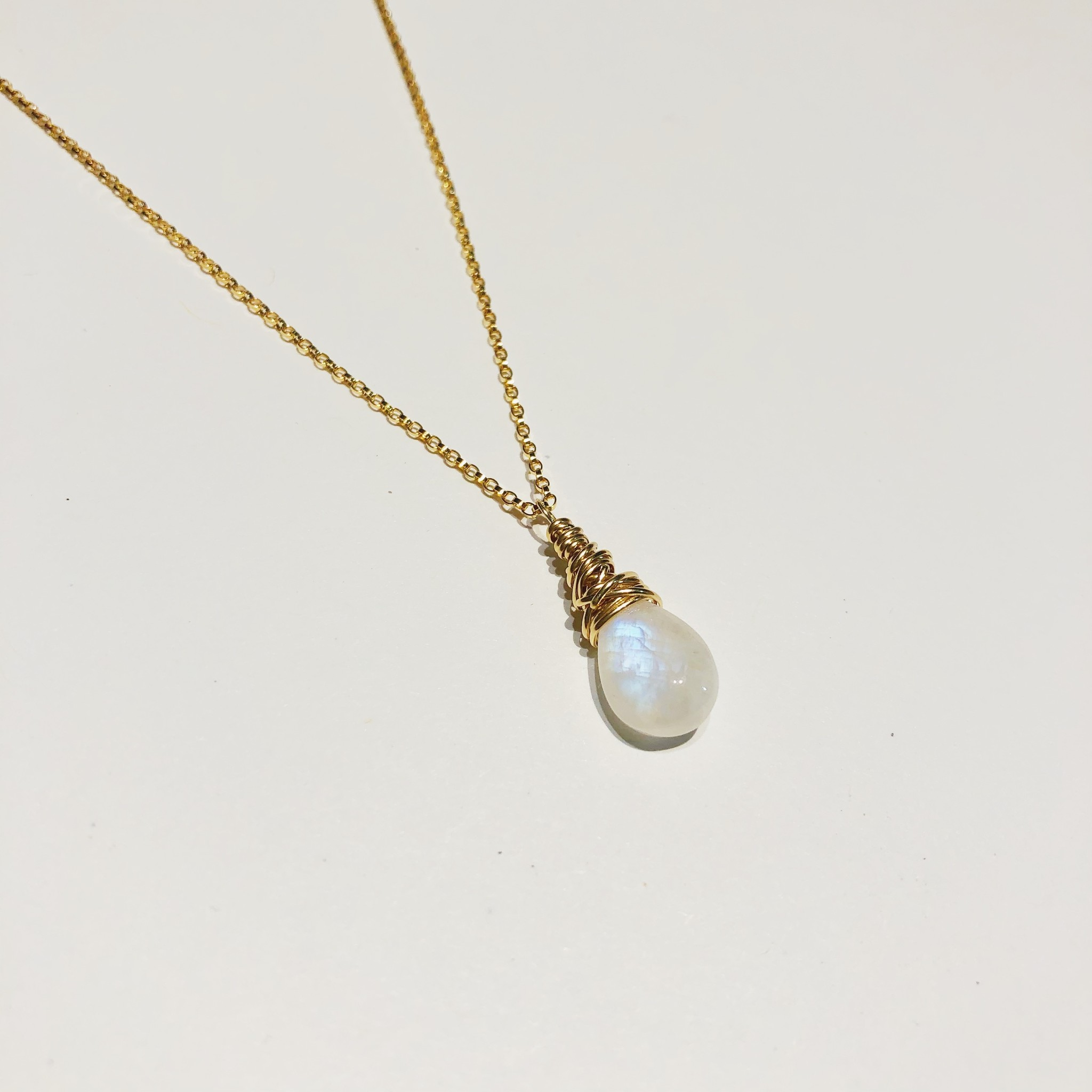 """Dianne Rodger Small Gold Petal Necklace 18""""- Moonstone"""