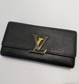 Louis Vuitton Louis Vuitton Taurillon Capucines Wallet Black