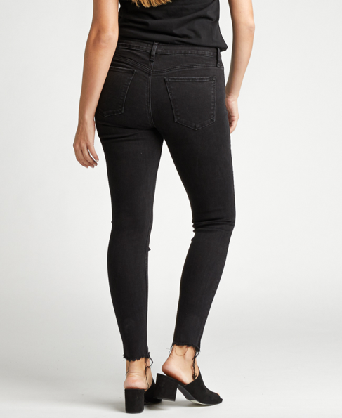 Silver Jeans Co. Avery Black