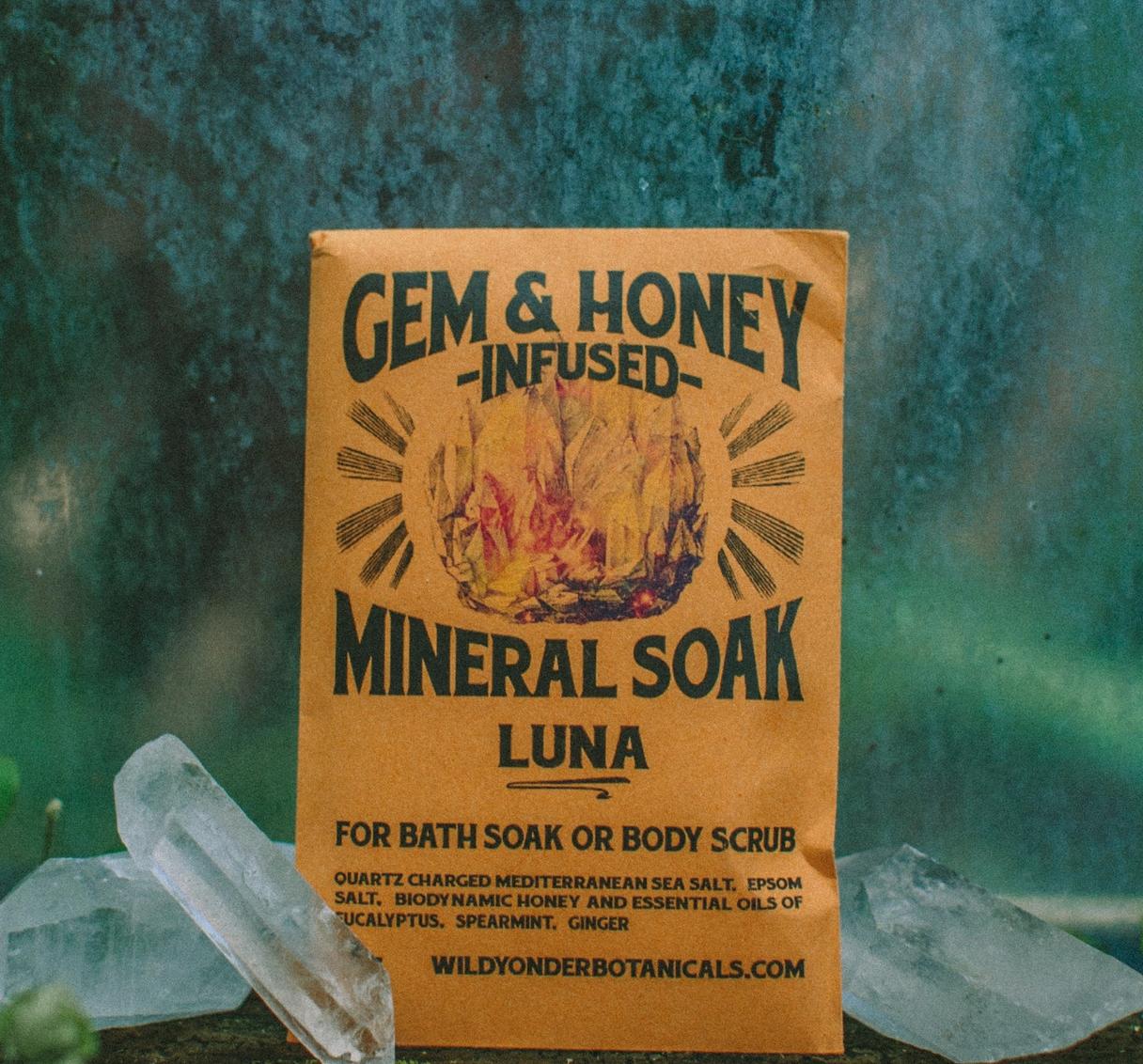 Wild Yonder Botanicals Luna Mineral Bath Soak
