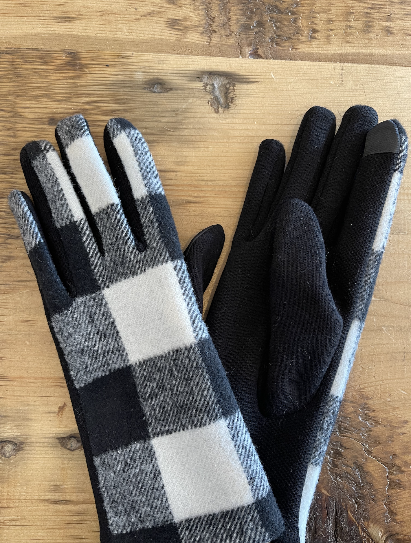 David & Young Buffalo Plaid Gloves - Black