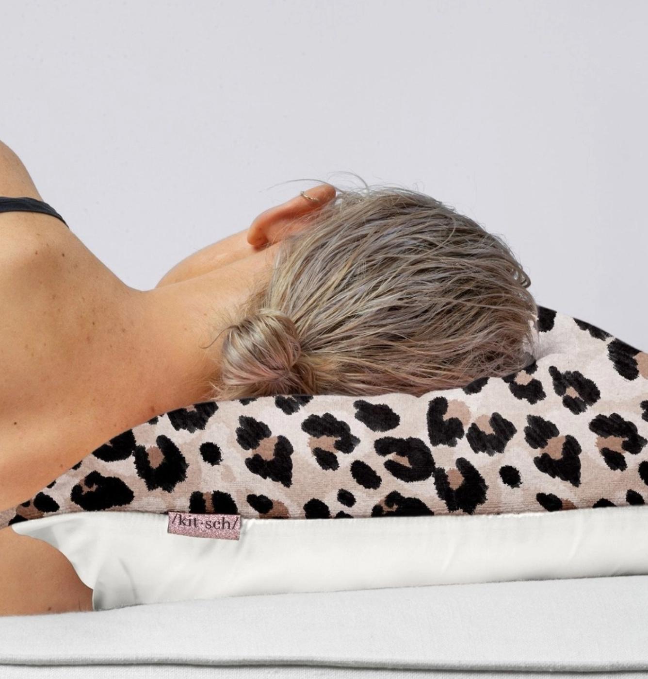 Kitsch Towel Pillowcover - Leopard