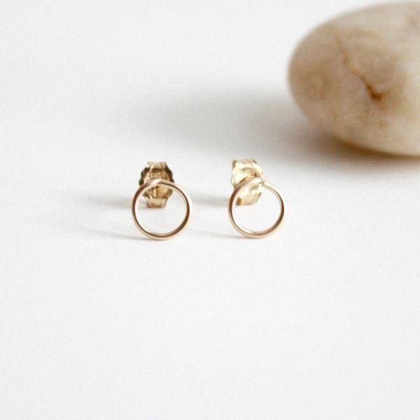 Hooks & Luxe Circle Stud Earrings - Gold