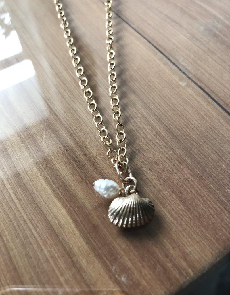 V. Simons V. Simons seed pearl/shell Neckalce