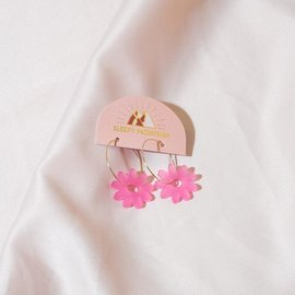 Sleepy Mountain Frosted Pink Daisy Earrings