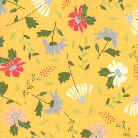 Moda Fabrics - Clover Hollow / Large Flowers / Yellow / 37550-16