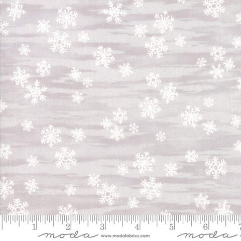 Moda - Forest Frost Glitter Favorites / Gray Snowflakes / 33412-13