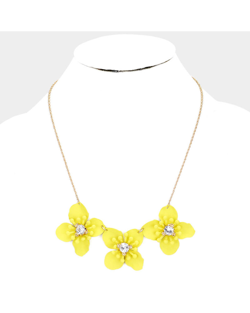 AccessHERize Three Blooms Necklace