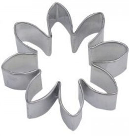 R and M Daisy cookie cutter (3 inch)