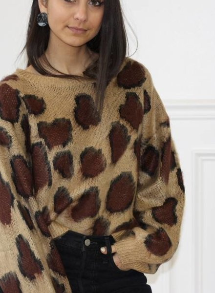 akaiv lyric sweater