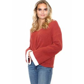OLIVIA FRONT TWIST SWEATER