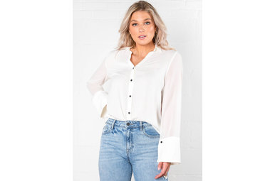 OFFICE SPACE FLARE SLEEVE BLOUSE