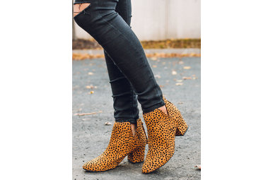 WALK THE LINE LEOPARD BOOTIES