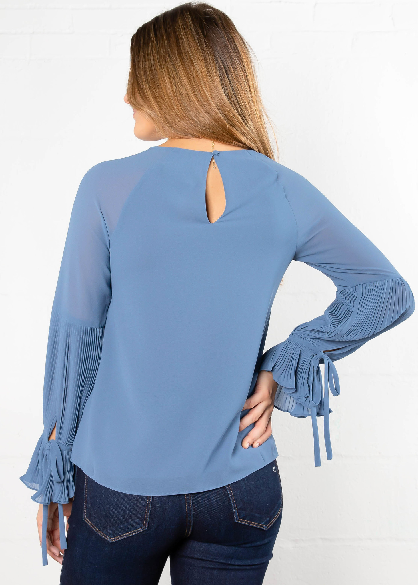LIVE THE DREAM PLEATED BLOUSE