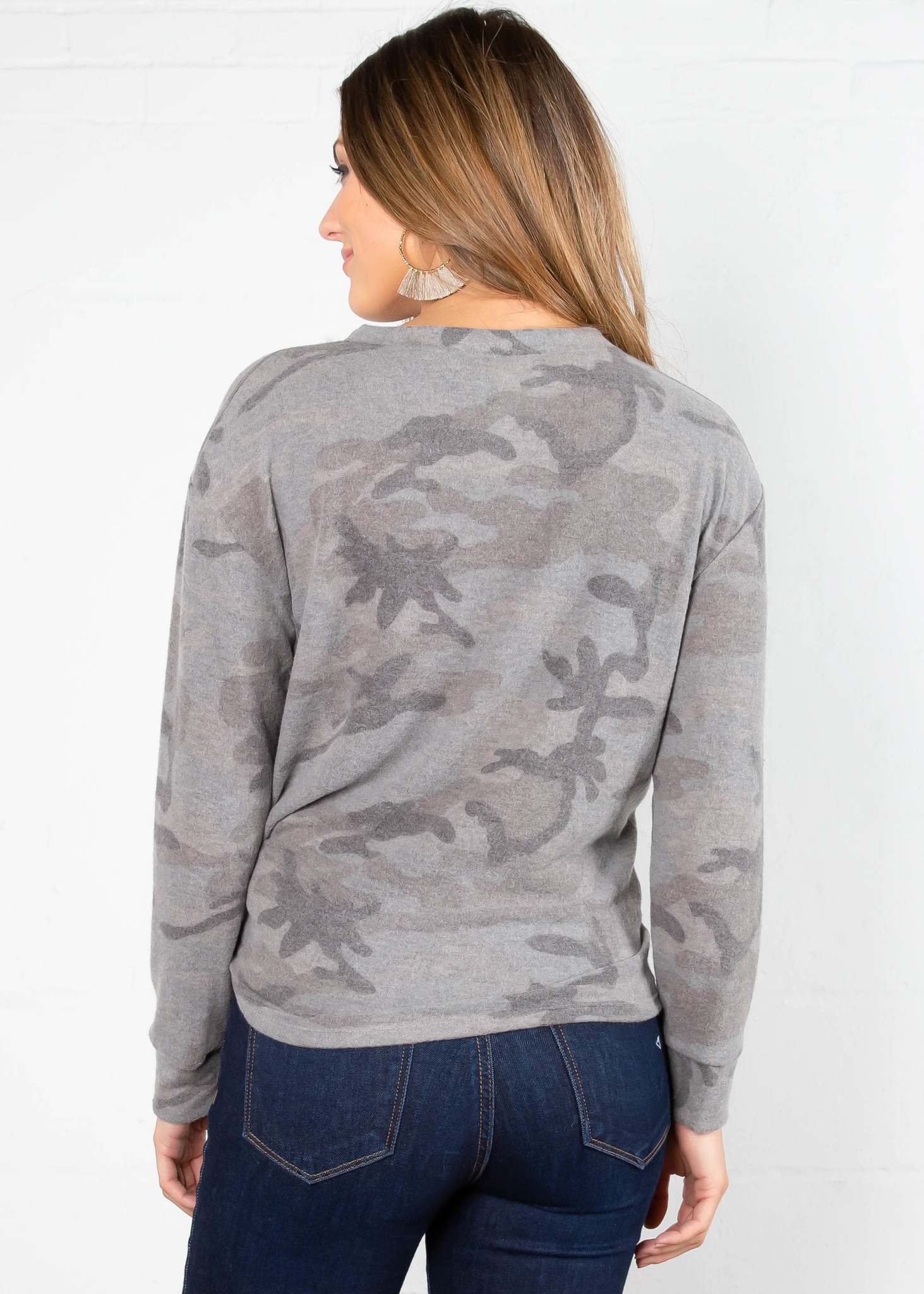 LOVES ME KNOT CAMO PRINT TOP