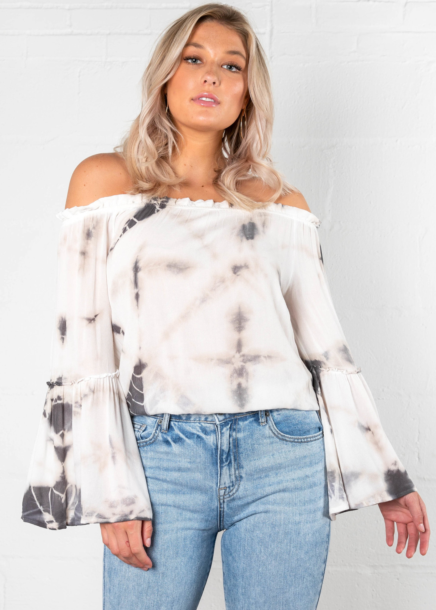 DELICACY OFF THE SHOULDER TOP