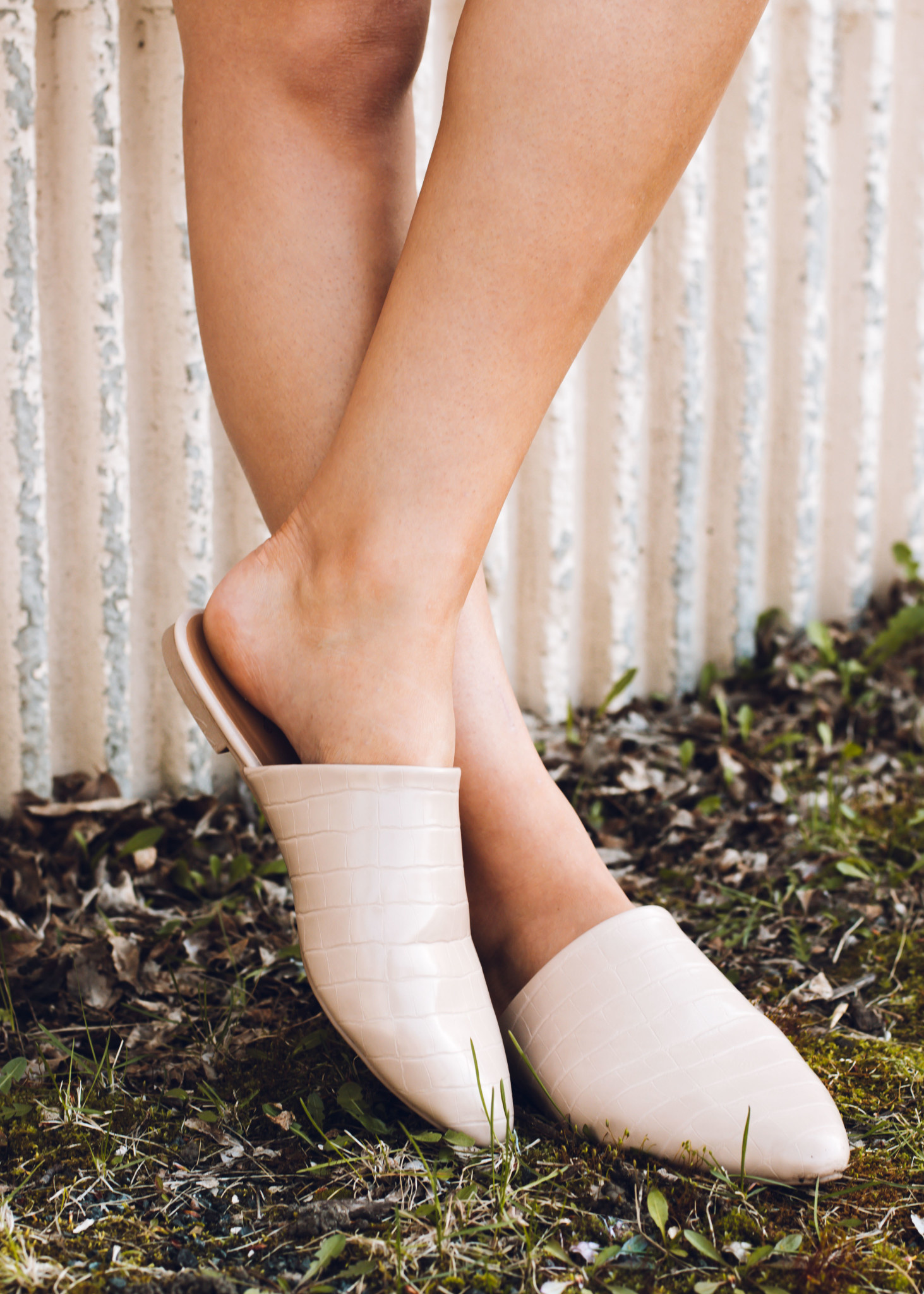 DOWNTOWN NUDE EMBOSSED MULES