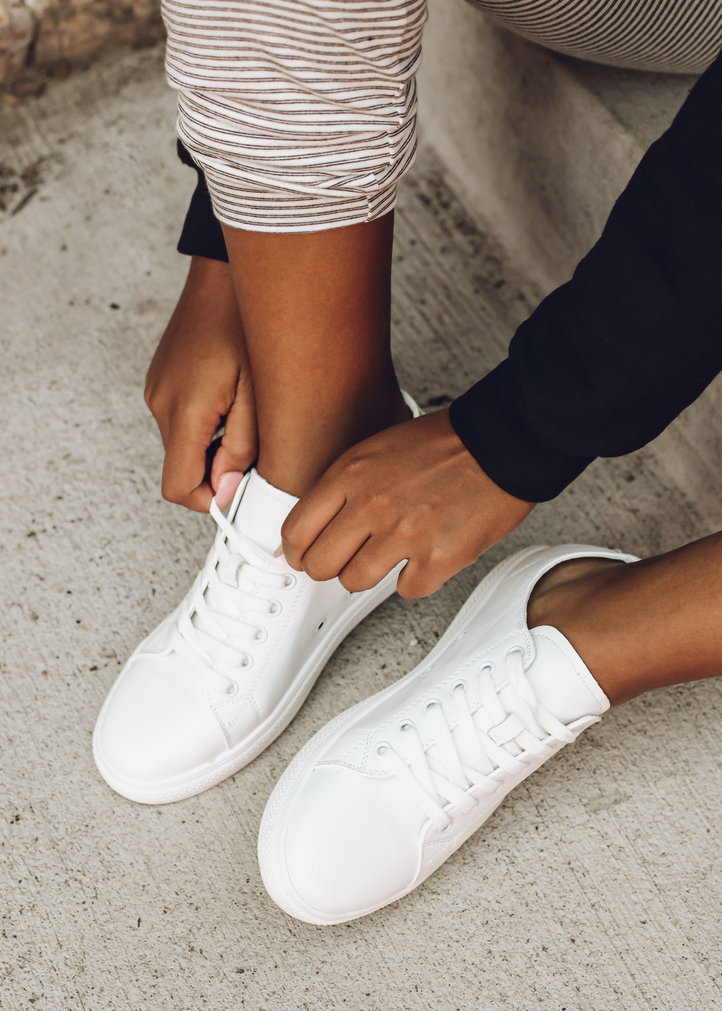 WALK ON OVER WHITE SNEAKERS