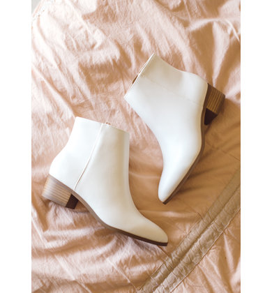 BLANK CANVAS WHITE BOOTIES