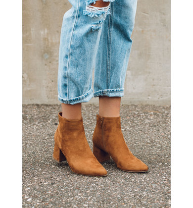 KICKOFF TAN SUEDE BOOTIES