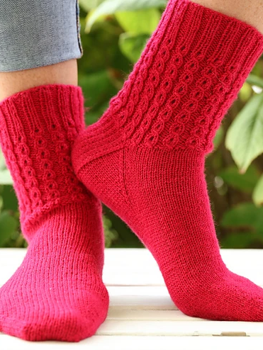 Image of F752 Mock Cable Socks
