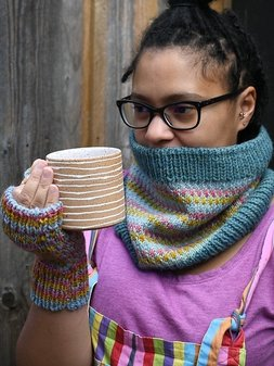 Image of Arfordir Cowl and Mitts