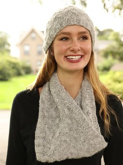 Image of F882 Cabled Hat and Cowl