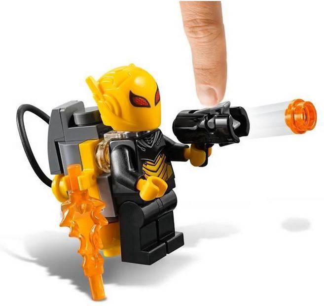 LEGO BATMAN MECH VS POISON IVY MECH