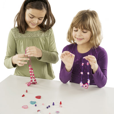 MELISSA AND DOUG HEART BEADS WOODEN BEAD KIT