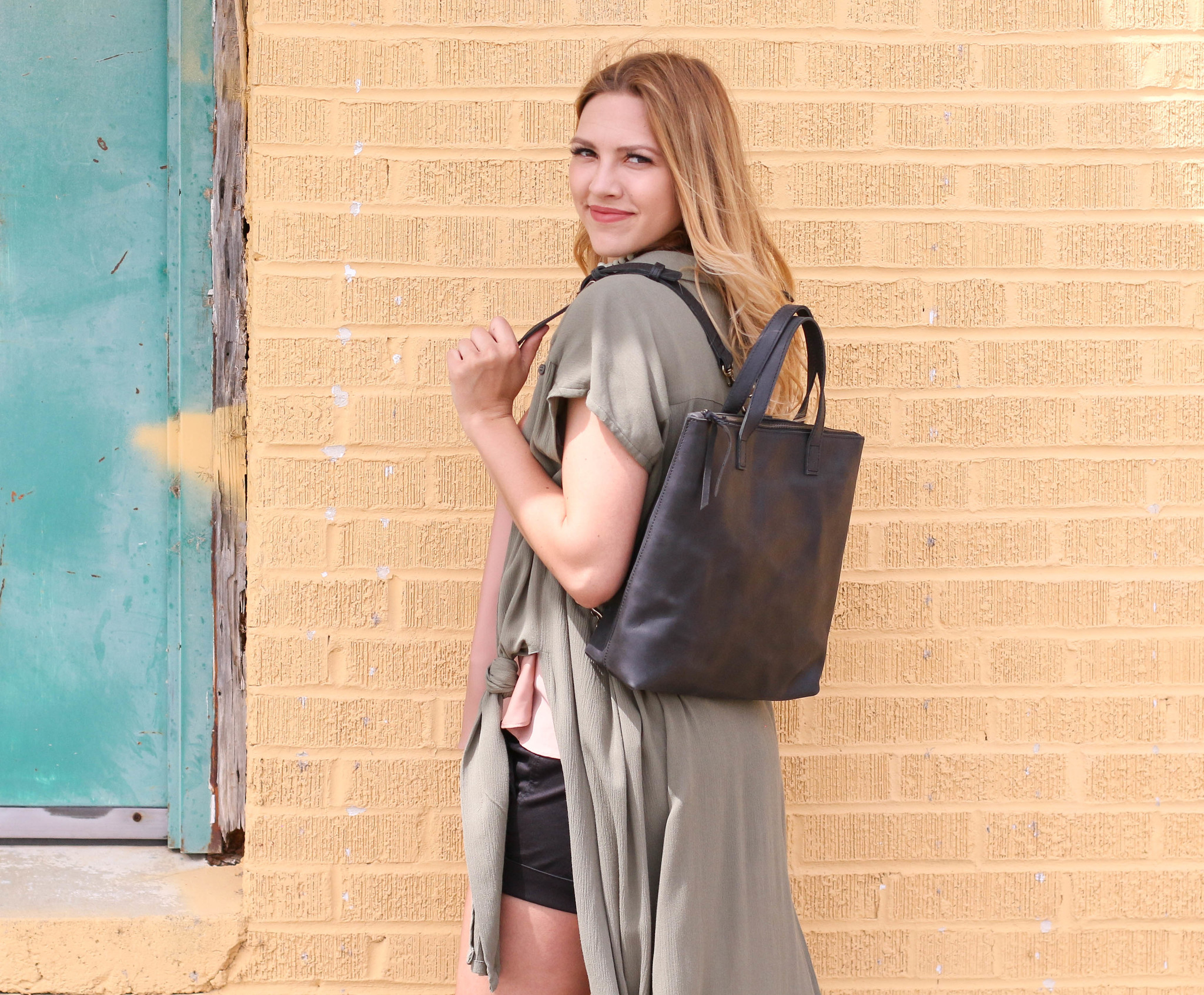 Punchy's Abera Convertible Backpack in Black