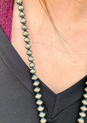 Punchy's 30in 8mm Seamed Navajo Pearls