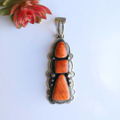 Punchy's 3 1/2in Spiny Oyster Pendant