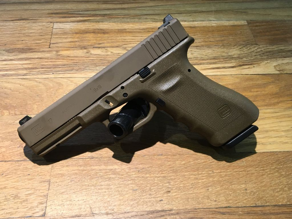 Glock 17 Vicker's Tactical, 9 mm, 17 rd, 3 mags, RTF, FDE