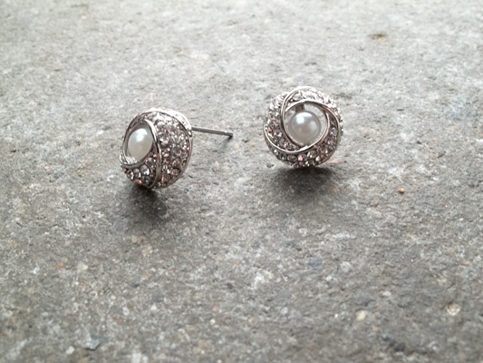 Stud Rhinestone trim with pearl center
