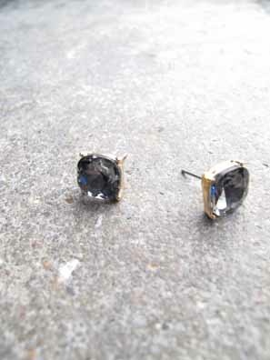 Accessories Cube shaped rhinestone stud