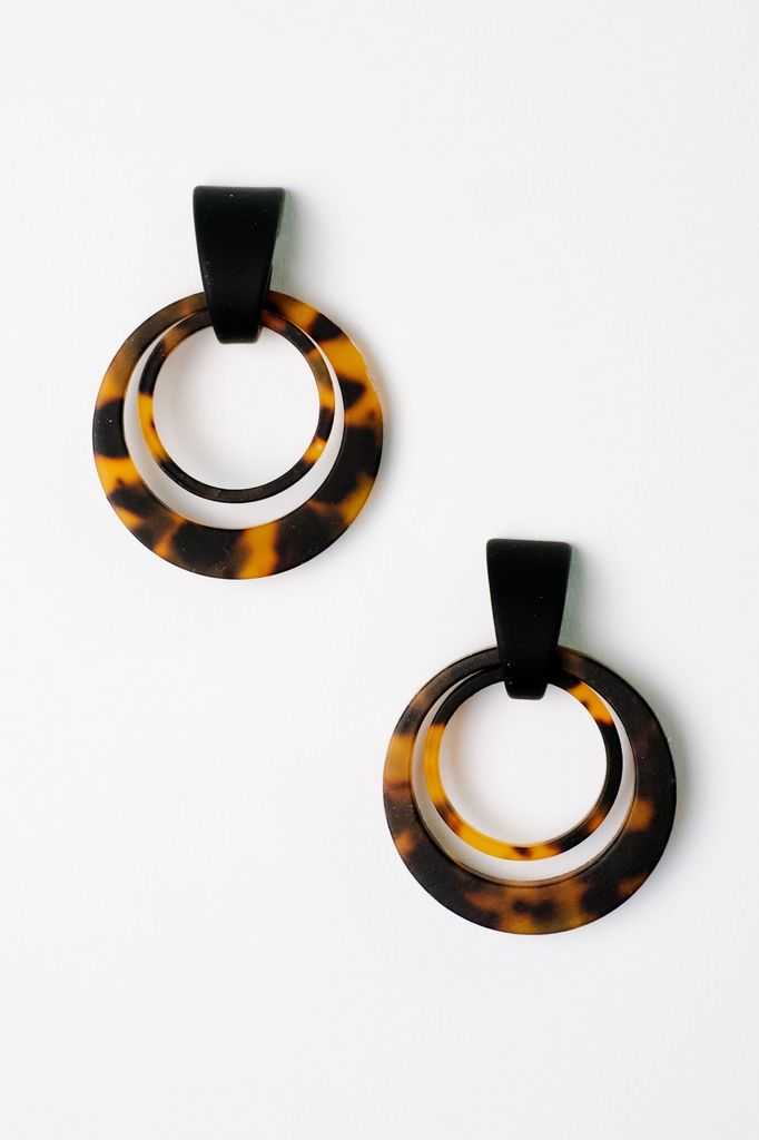 Trend Tortoise Interlocking Circle Earrings