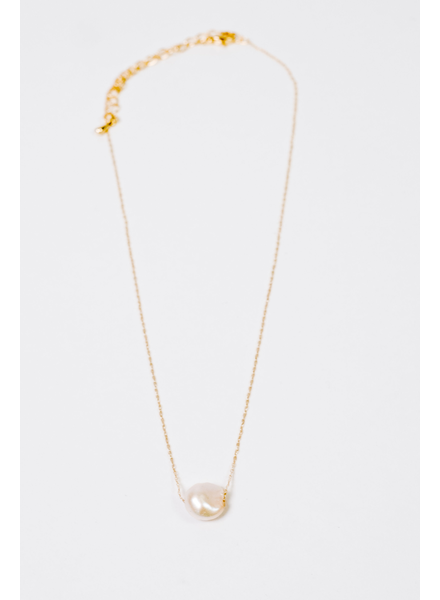 Short Pearl Pendant Necklace